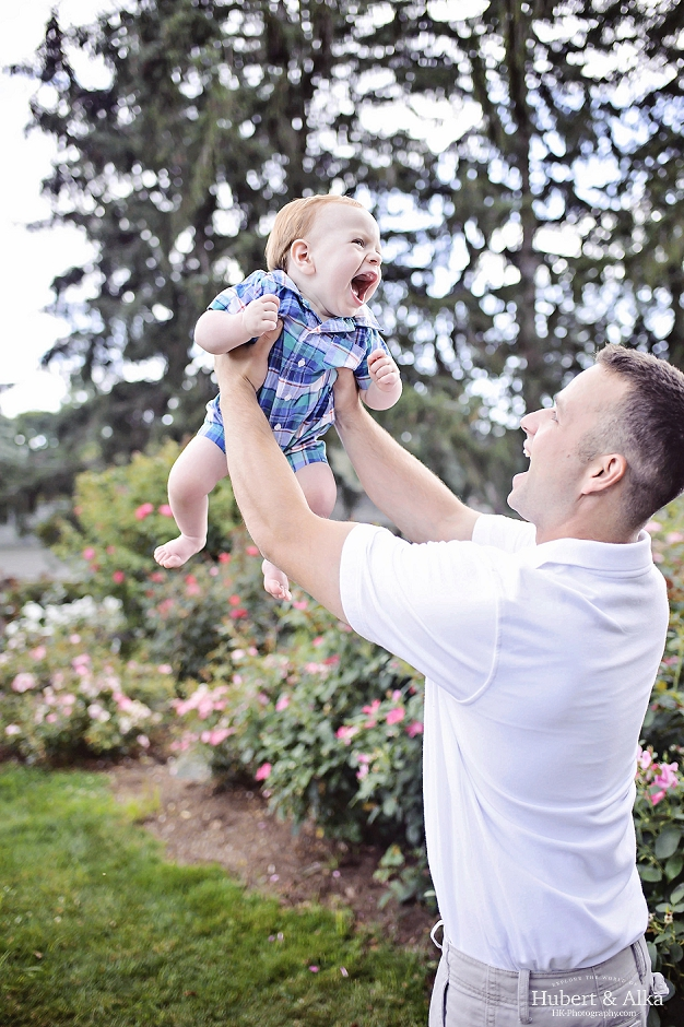 outdoor family portraits photography by Hubert and Alka, HK Photography CT